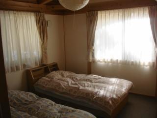 05 コテージ寝室