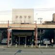 駅前通りの空地